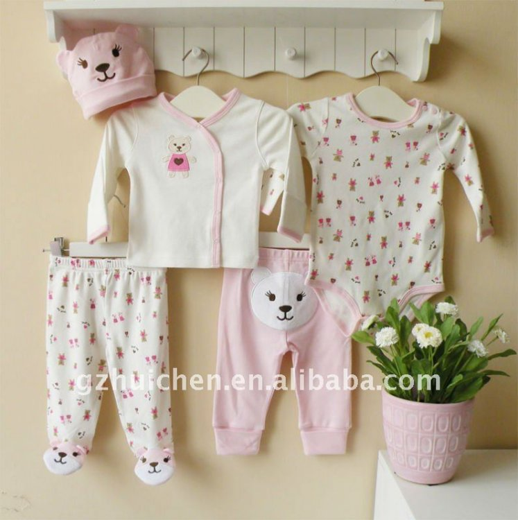 2011_autumn_mom_and_bab_baby_clothes_gift_sets_100_cotton_embroider_newborn_girl.jpg