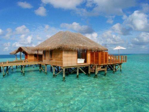 منزل في وسط البحر post-38659-120816874