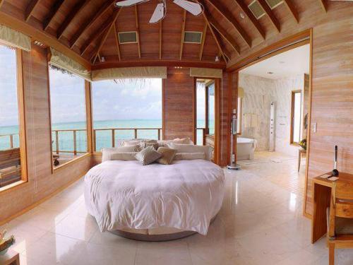 منزل في وسط البحر post-38659-120816881