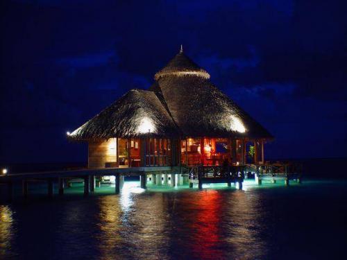 منزل في وسط البحر post-38659-120816888